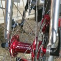 "Unikt - inga externa ekerhål, hookless 37 mm breda fälgar 29"" (ISO 622mm) hjulset"
